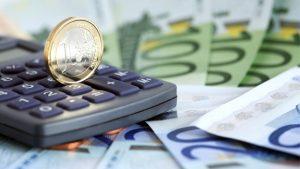 Peniaze si môžete požičať od bánk a nebankových spoločností